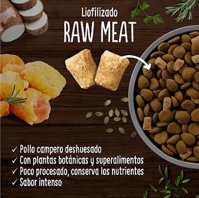 True Instinct Raw Meat con pollo campero deshuesado para perros